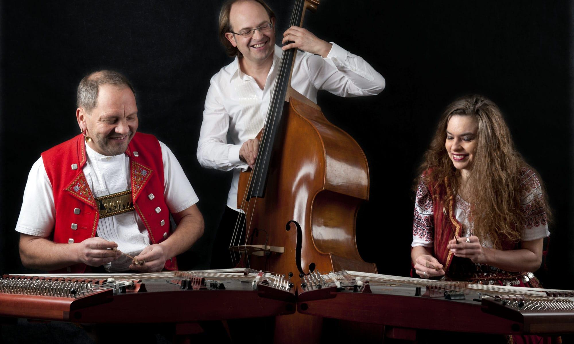 2 Trio Anderscht in Aktion