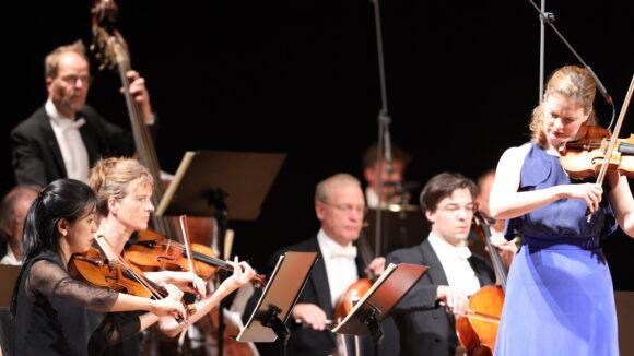 Veronika Eberle, Violine, und Die Deutsche Kammerphilharmonie Bremen © Marcel Giger
