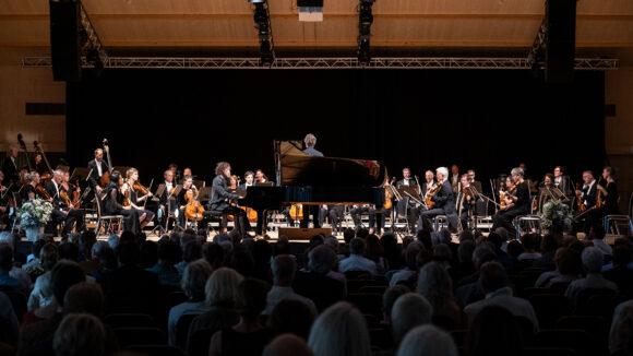 Martin Helmchen, Klavier, und Die Deutsche Kammerphilharmonie Bremen unter der Leitung von Pablo Heras-Casado © Marcel Giger